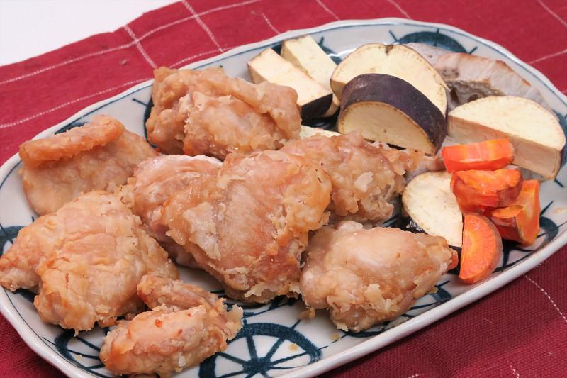 唐揚げと焼き野菜が一気にできた。時短調理用に非常に便利だ