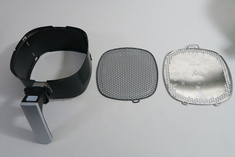 バスケットのクッキングネットは取り外し可能に。また、新たにクッキングカバーも用意