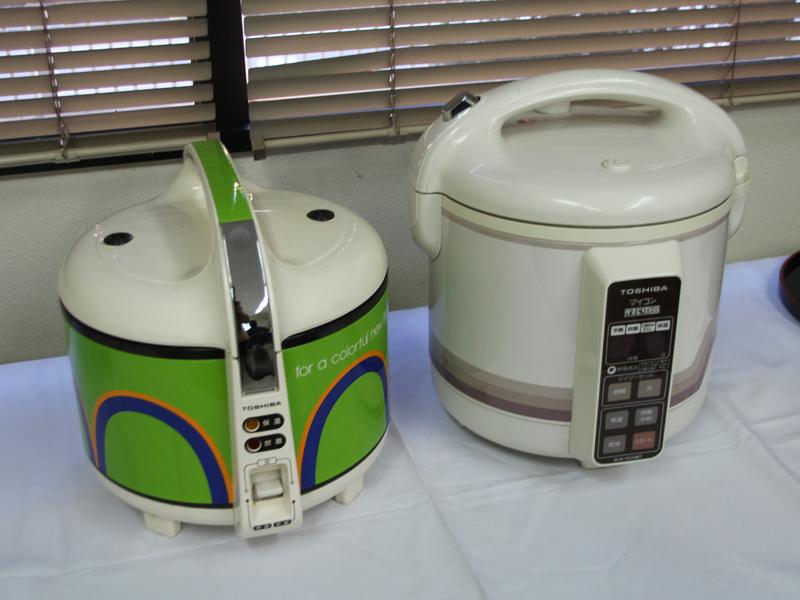 1978年に発売されたかまど炊き第1号機RCK-100EP(左)と、1982年に誕生したマイコン釜「RCK-1500MT」