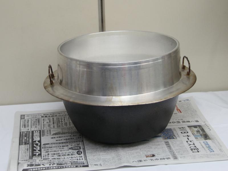 2升のごはんが炊きあがった羽釜