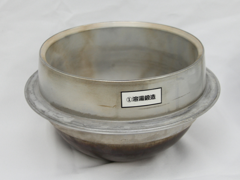 1994年以来、東芝が続けている「溶湯鍛造製法」をさらに進化させ、羽釜形状を一発成型できるようにした