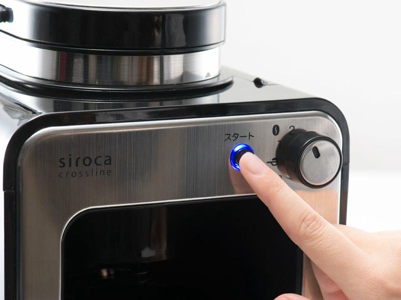 豆と水を入れ、ダイヤルを回して淹れるコーヒーの量などを設定し、スタートボタンを押すだけでコーヒーを淹れられる