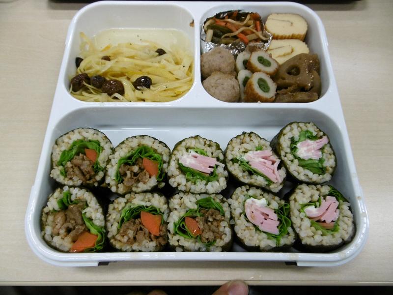 サラダや巻き寿司がかなりずれていた