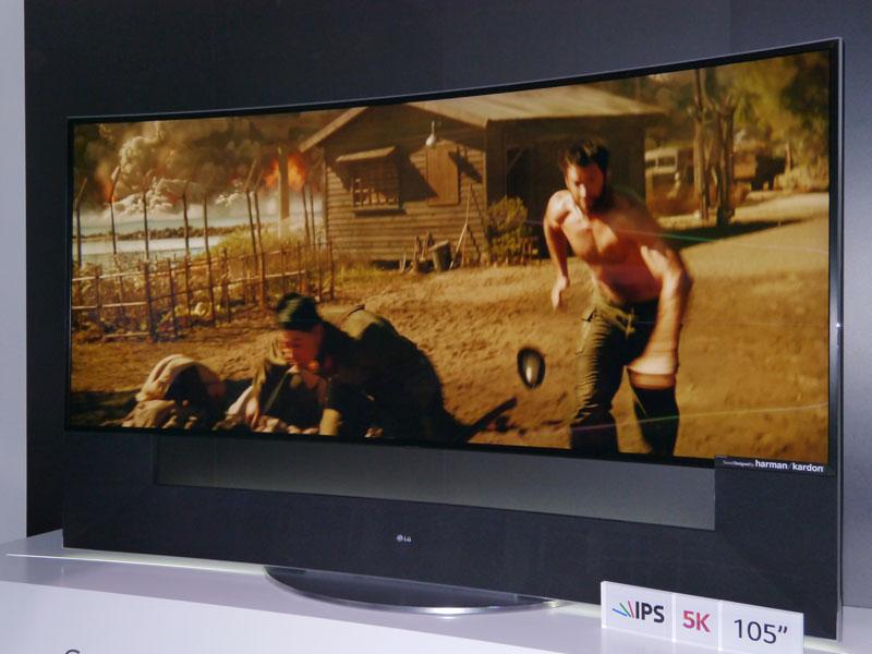 105型の5Kテレビも展示した