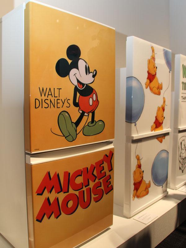 ディズニーのキャラクターカバーを装着した冷蔵庫