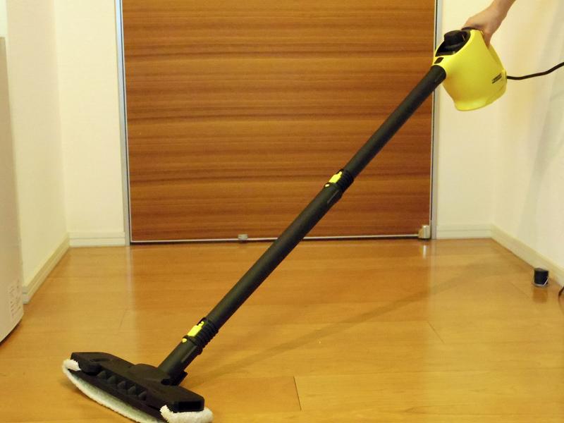 本体を低めに持つと、ノズルの前側が床から浮いてしまう