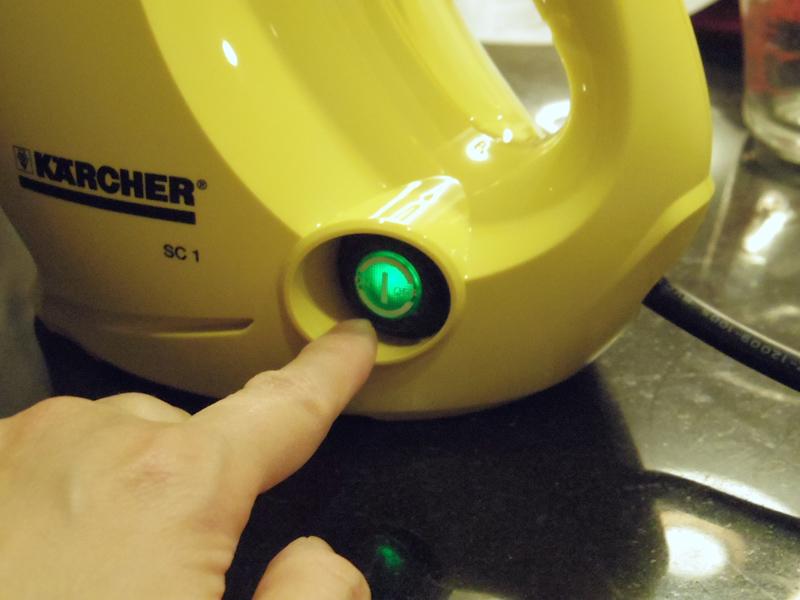本体脇のスイッチを押して準備完了だが、緑色に点灯したスイッチは変化しないので、スタンバイOKになっても分からない