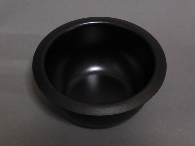 とても小さく見えるミニ鍋だが、チョコレートは4枚近く入る!