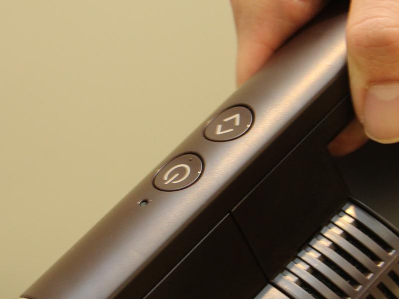 クリーナー本体の操作ボタンは2つ