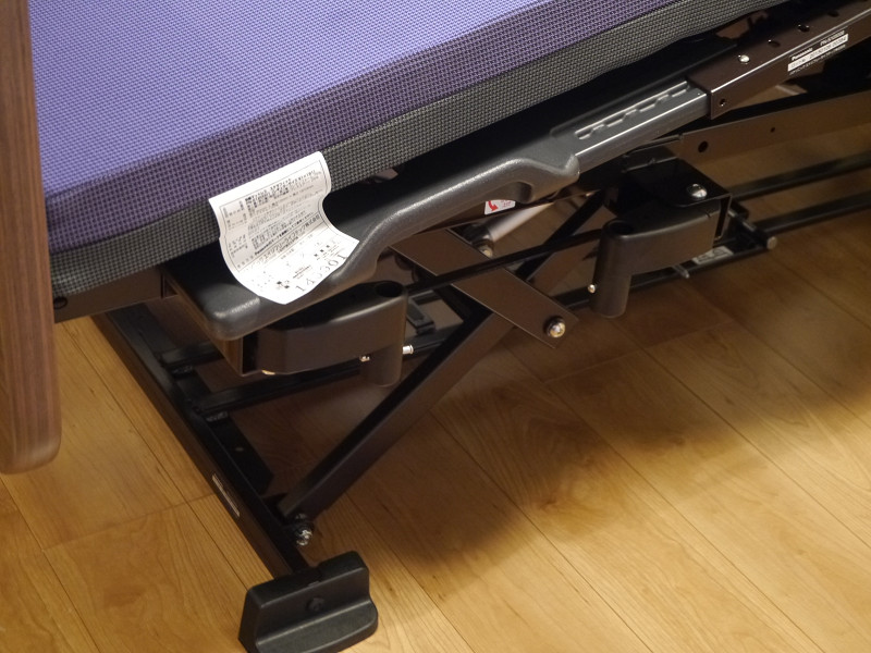 車椅子がぶつかったり、介護者の作業の邪魔にならないように工夫