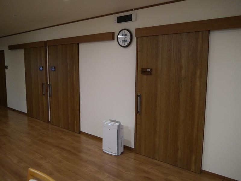 ショートステイ用の部屋の扉はすべて横開きになっている