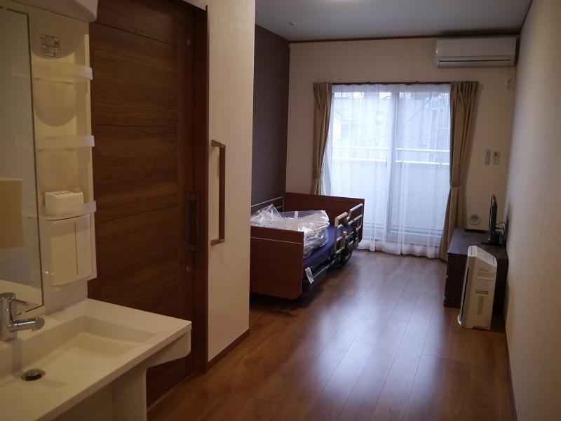 デイサービス用の部屋。エアコンや空気清浄機が配備されている