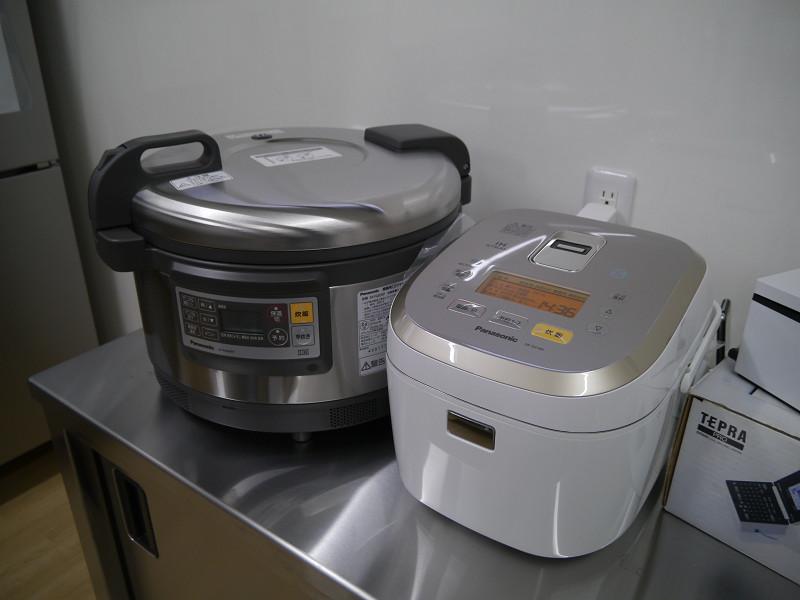 厨房で使用される炊飯器もパナソニック製。おいしいお米を炊く