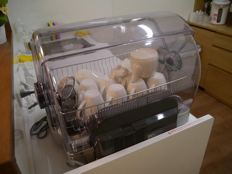 オープンスペースでは食洗器で茶碗などを洗える