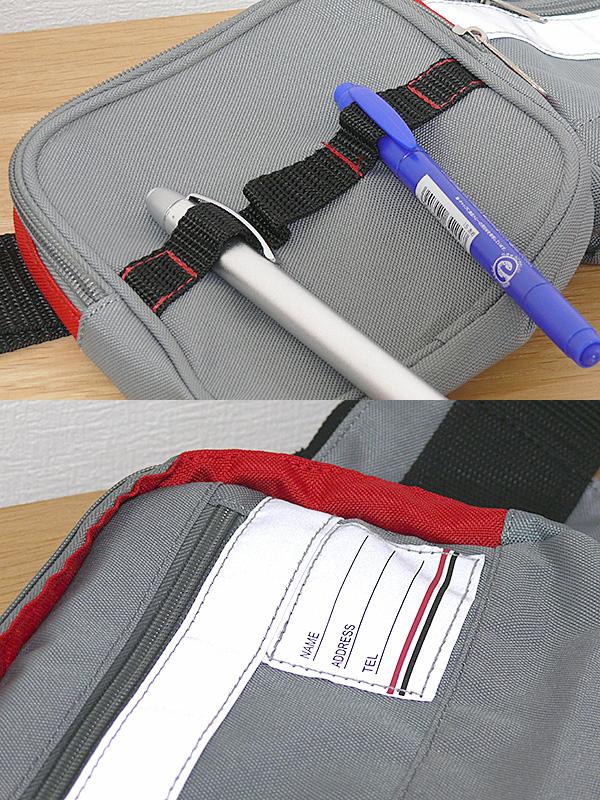 ポーチはライトやペンなどを一時的に固定できるループがついている(上)。本体バッグには反射板のテープ・名札が縫い付けてある