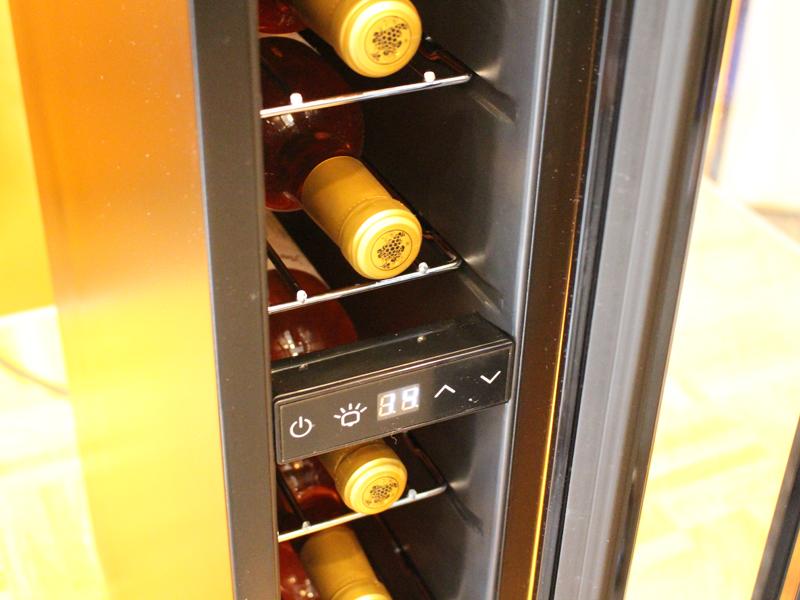 7本のワインを収納できる
