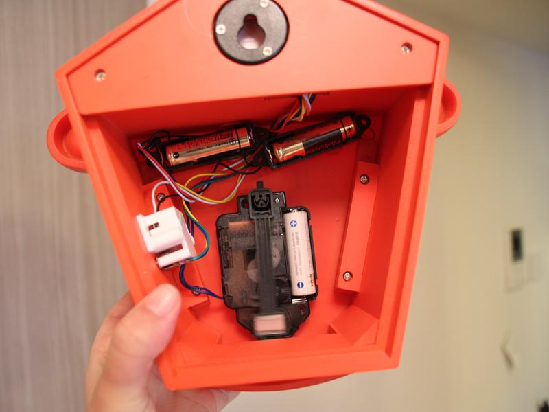 電源は別売りの単三形電池3本