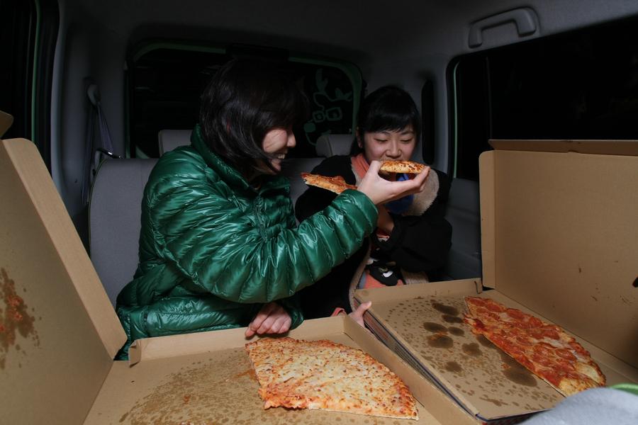 クルマでピザが食べられるのは、プラズマクラスターイオンのおかげかも