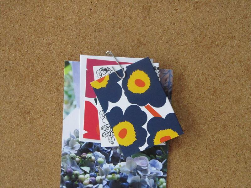 クリップなので、カードや封筒など、何枚か合わせてはさむことも可能。しっかり留まります