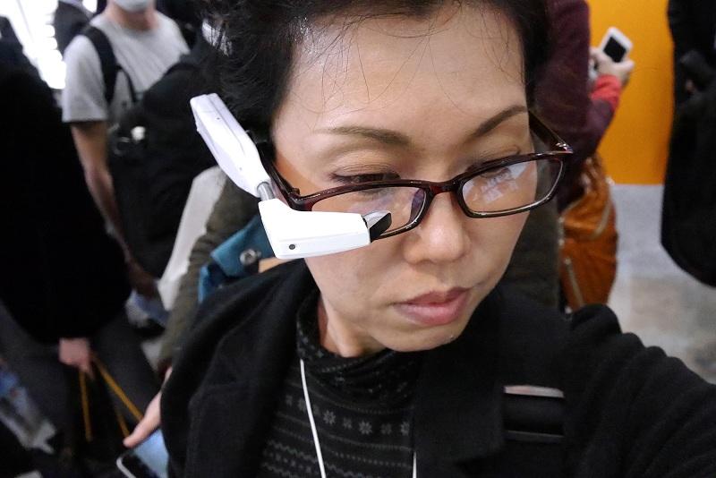 どのブースでも注目を集めていたヘッドマウント型デバイス