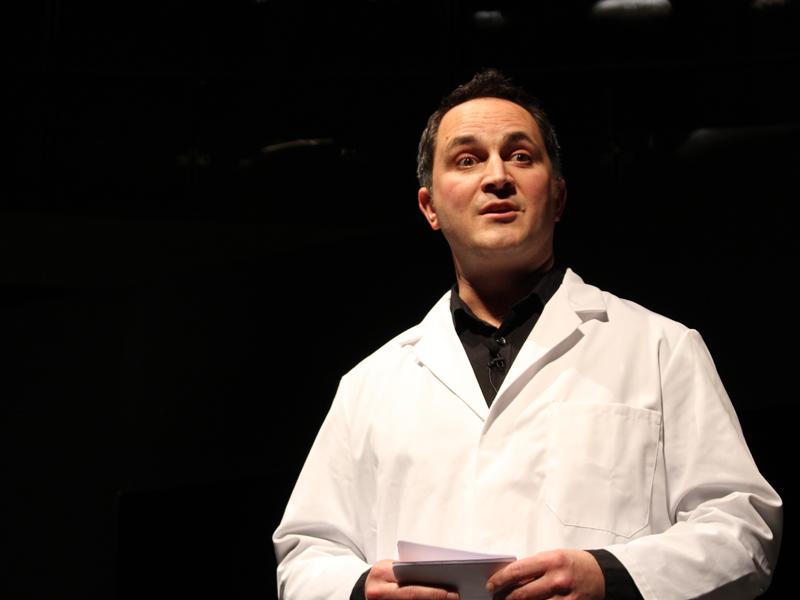 ダイソンの微生物学者であり、シニアパフォーマンスエンジニアのToby Saville氏