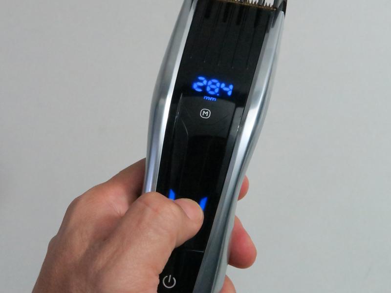 ディスプレイには長さがデジタル表示される。画面のタッチエリアをスワイプしたり、タッチすることで長さ調整ができる