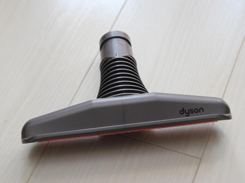 ダイソンのハンディクリーナー「DC61 モーターヘッド」と、付属するふとん用ノズル「フトンツール」