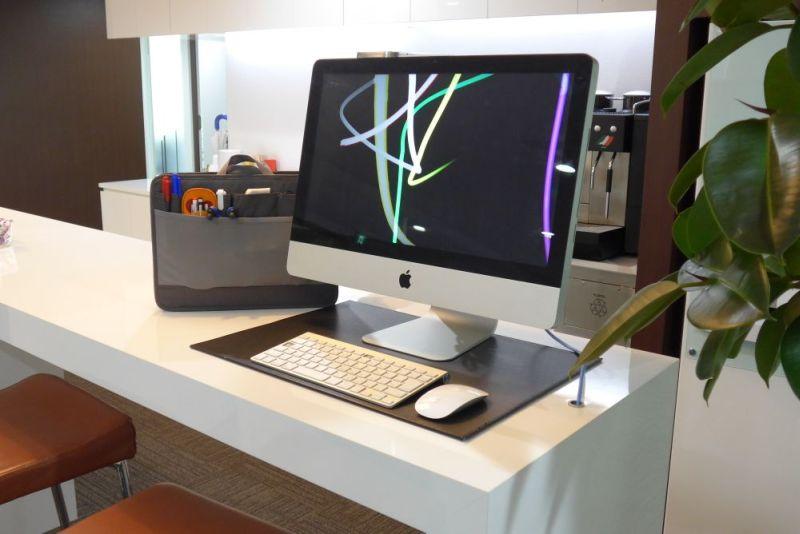 余裕のある場所なら、デスクの上に置いておくと、必要なものがすぐに取り出せて効率よく仕事できる