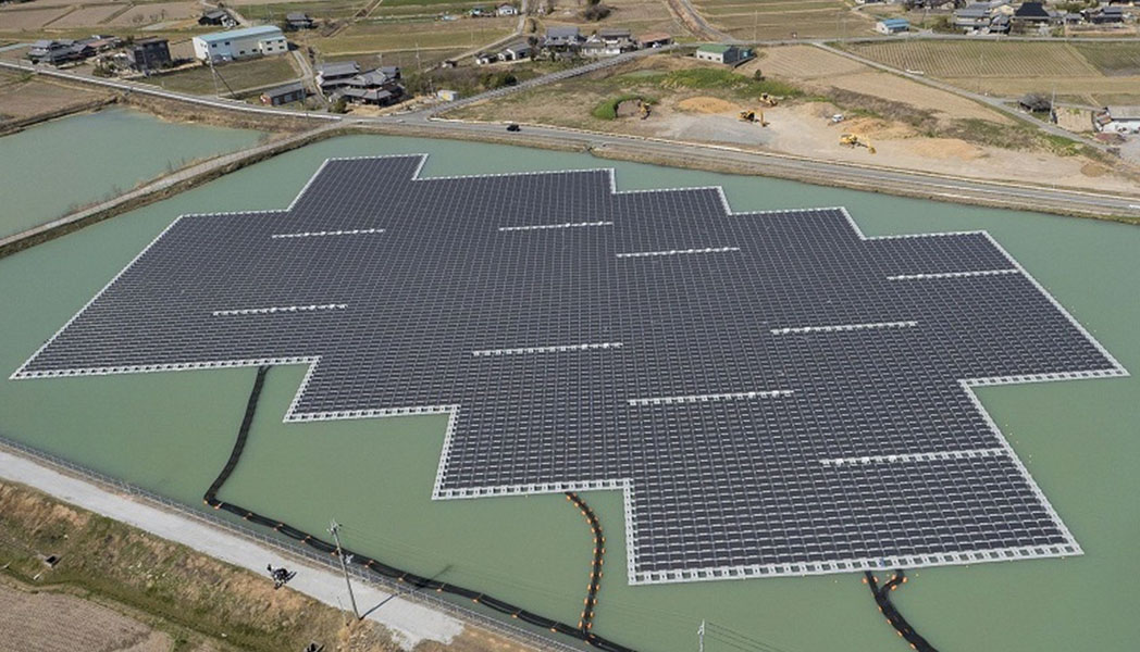 兵庫・高岡西水上メガソーラー発電所
