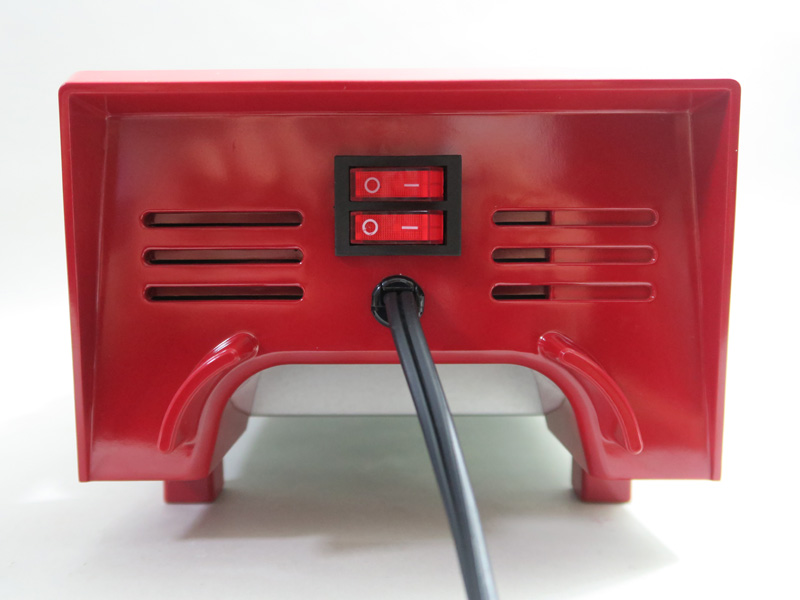 右側面には回転スイッチ、電源スイッチと電源ケーブルが付いている