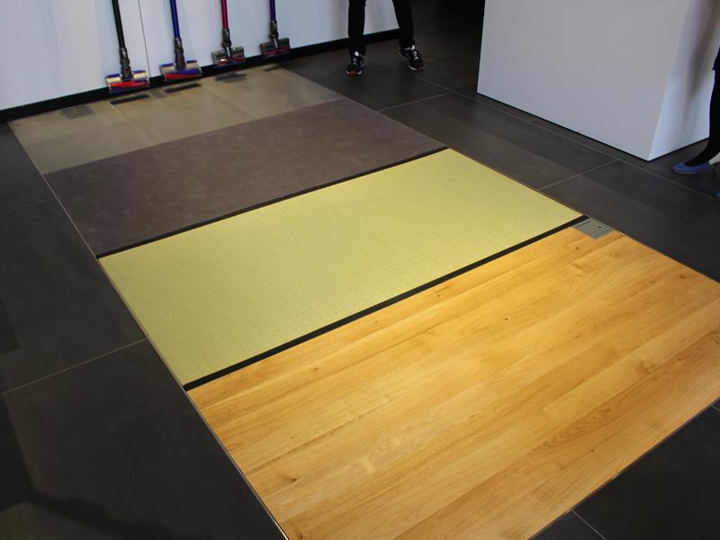 実際に掃除機を試せるように、4種類の材質が異なる床面が用意されている