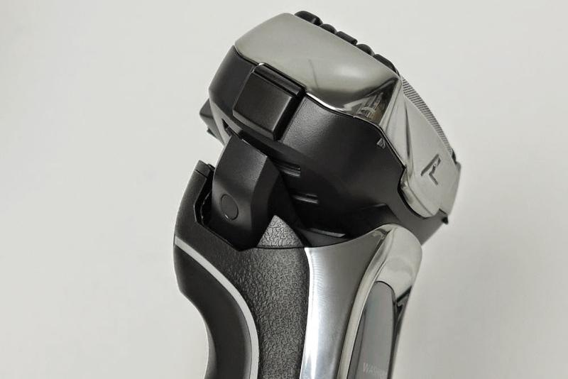 ヘッドは前後28度、左右20度で可動。顔の凸凹に合わせて滑らかに動き、肌にフィットしてくれる