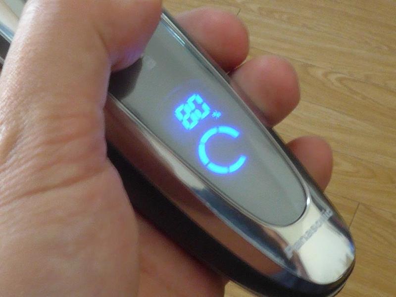 バッテリー残量は10段階の数値で表示。毎朝1度の使用で、1週間以上は持ってくれる。数泊の旅行なら問題なし