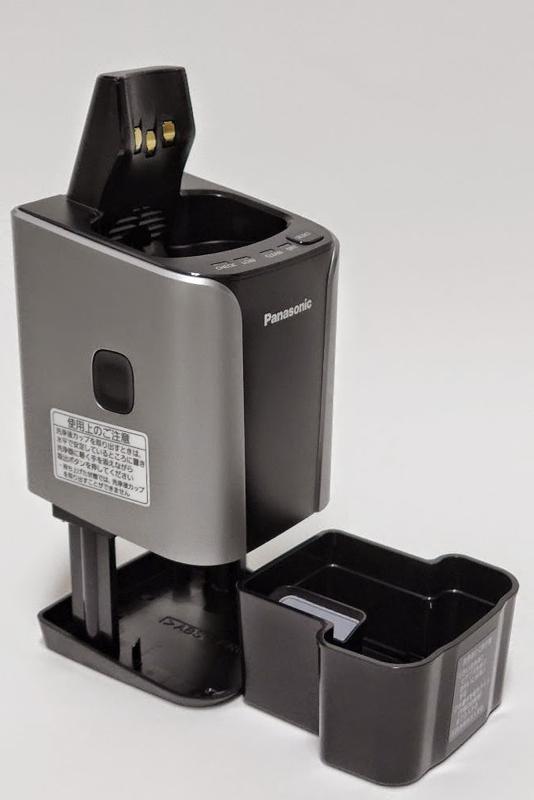 容器を引き出し、水と洗浄剤を入れ、洗浄器本体を上から押し下げる。後は「SELECT」ボタンを押して洗浄開始