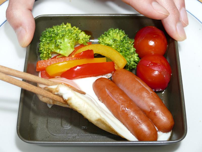 グリルプレートは食器に使っても遜色ないデザイン。フッ素加工で焦げ付きにくい