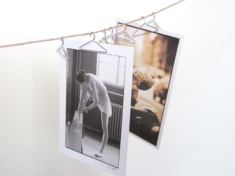 こんなふうに吊るせば、写真も立体的に飾れますね。風に揺れたり影が変化したり、ディスプレイの幅が広がります