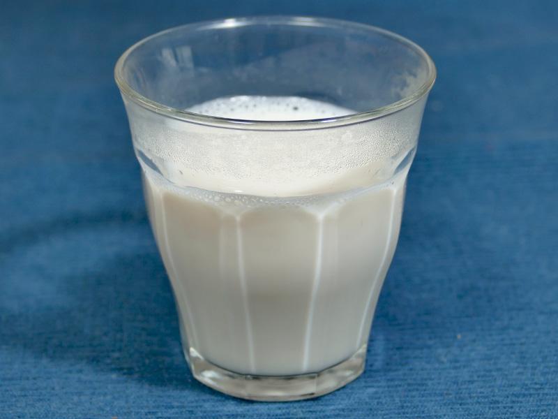 生まれて初めて自家製の豆乳をいただいた。大豆の良い香りが楽しめ、ほんのり甘くて美味しい。自家製豆腐や豆乳スープに応用が利くだろう