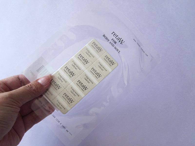 真空パックで包まれたシート状の紙香