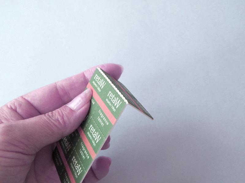 手で簡単に折れるので、2~3回上下すればカットできます。分割された8分の1ピースは25㎜四方