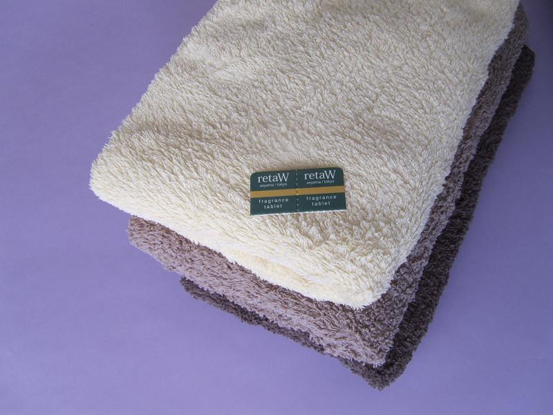 ゲスト用のタオルにさらりと添えても。香りの強い柔軟剤より自然な感じがうれしい。タオルごとに香りも変えられます
