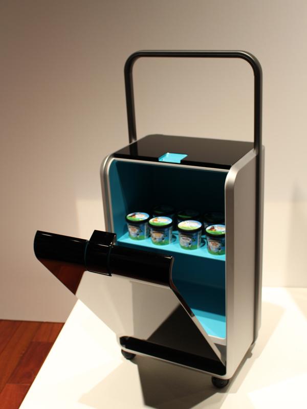 カートのように移動させて使える移動式冷蔵庫「Carry(キャリー)」