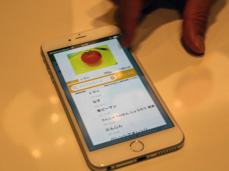 スマートフォンやパソコンで、食材の栄養分などを確認できる