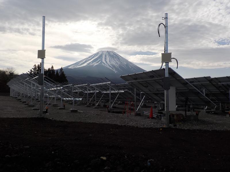 富士山が遠目に見える