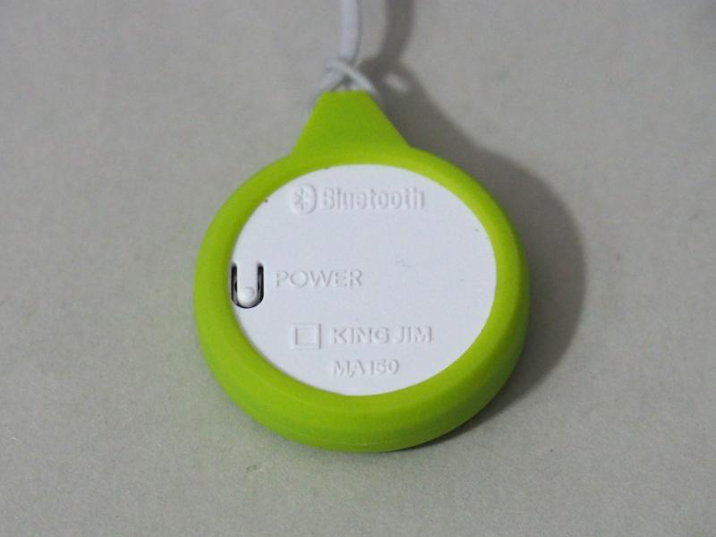 本体背面に電源ボタンを配置。長押しすることでオフにできる