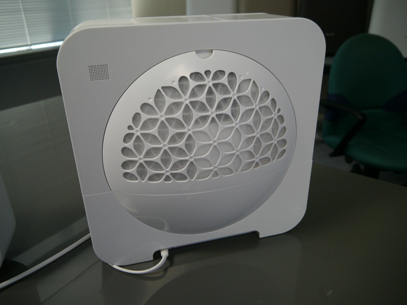 加湿器の「HV-EX30」の背面部。こちらもデザインにこだわっている
