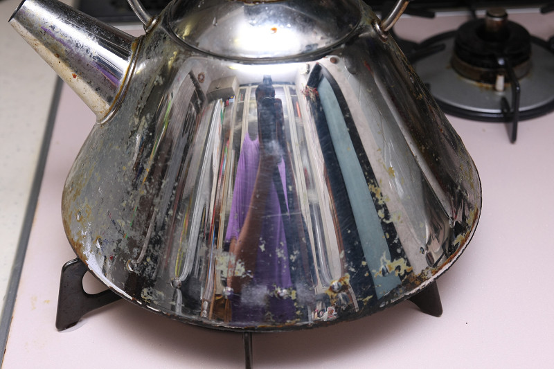 水+食器洗い洗剤で3分ぐらいブラシでこすると、ここまで綺麗になる!