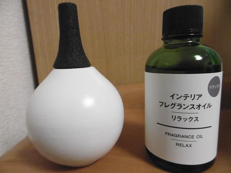 フレグランスオイルのボトルと大きさがほぼ同じ