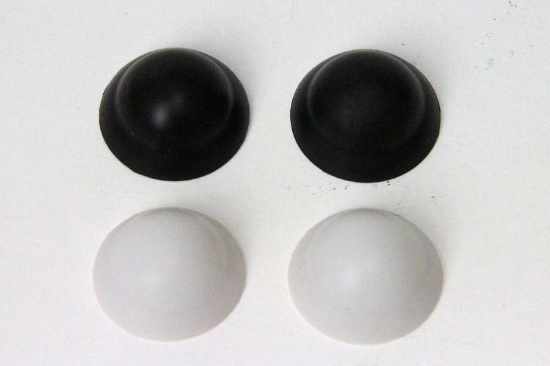 2種類のツボプレート。白がソフトで黒がハード