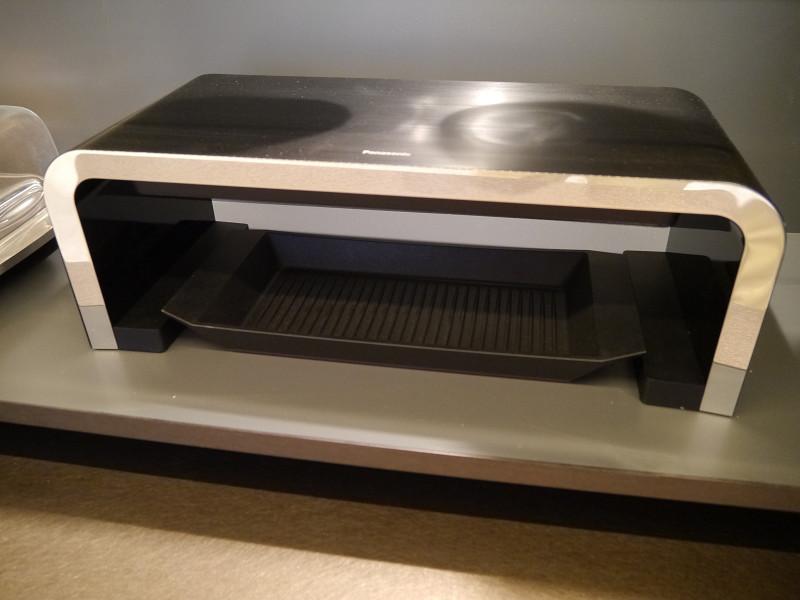 コードレスキッチン家電。IHクッキングヒーターの上に置くだけで、上方向から焼くことができる