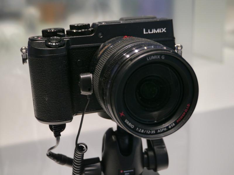 LUMIXでは4K動画対応のミラーレス一眼デジタルカメラ新「GX8」を展示